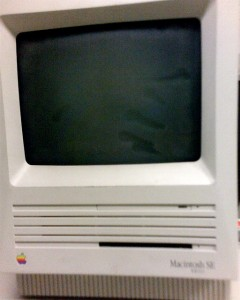 An old Apple Mac SE